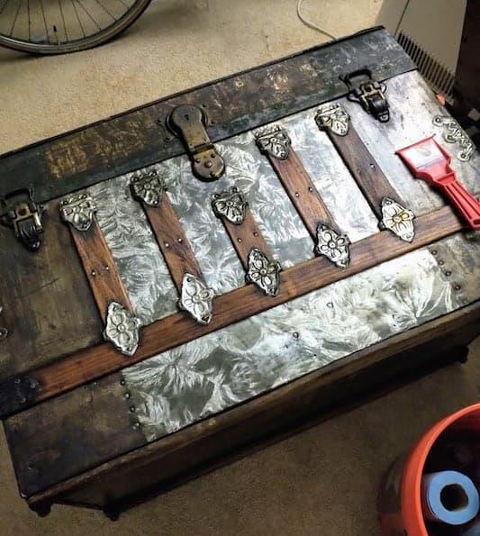 Antique Trunk Handles-2 leather straps,4 trunk hardware Metal ends /& nails--Q